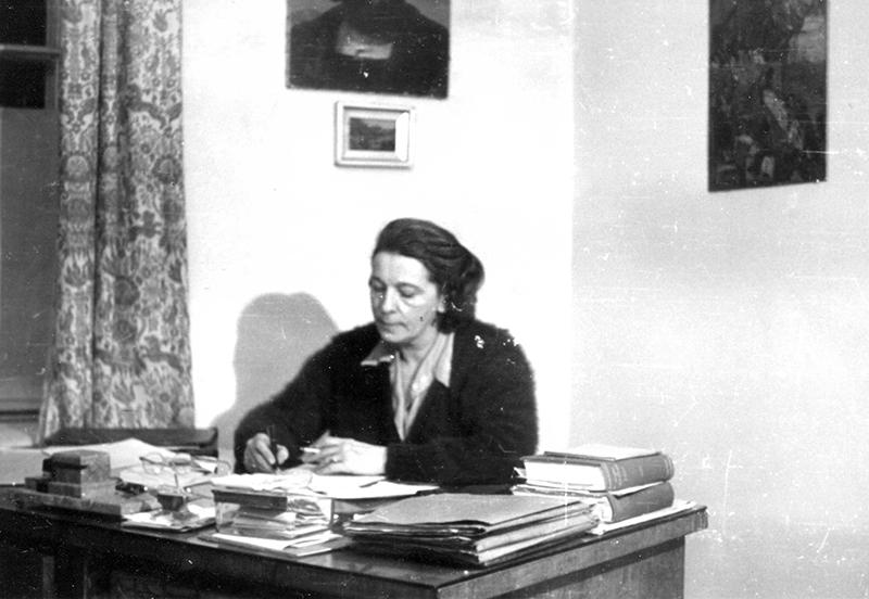 inka przy biurku 1948